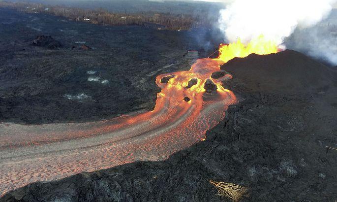 Гавайский вулкан начал выбрасывать драгоценные камни