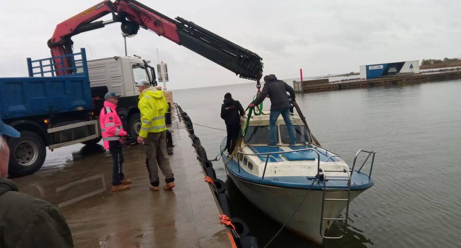 Взаливе Мууга уберегов Эстонии найден финский катер с 2-мя мертвецами