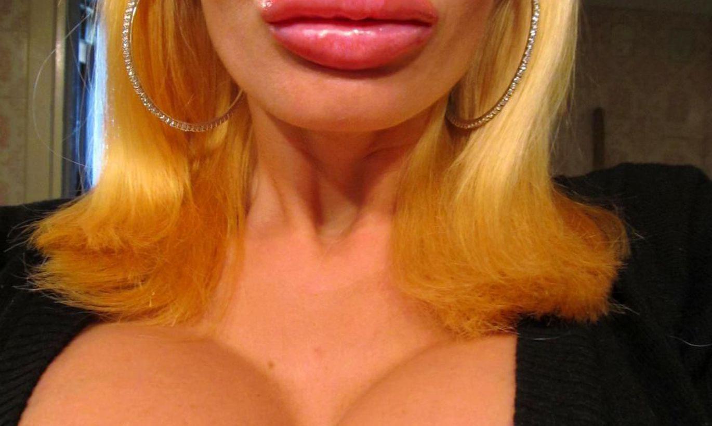 Зачем на фото делают губы уточкой