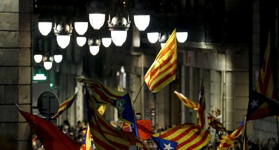 Напали нашколу, появилось видео кровавых столкновений— Независимость Каталонии