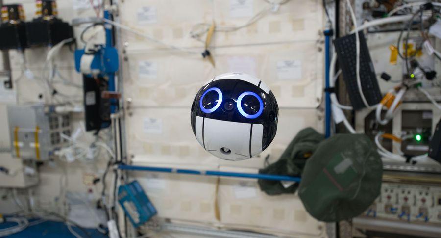 Японский космический дрон прислал фотографии сМКС