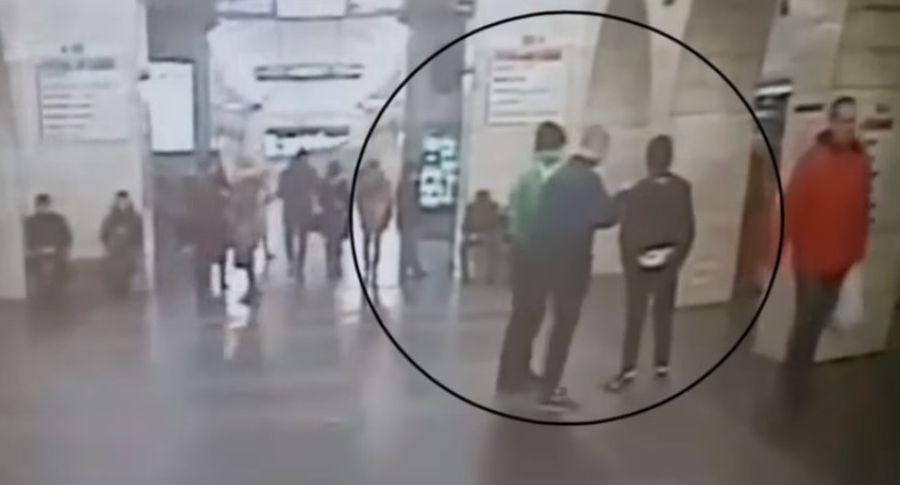ВПетербурге националисты снунчаками атаковали поезд метро