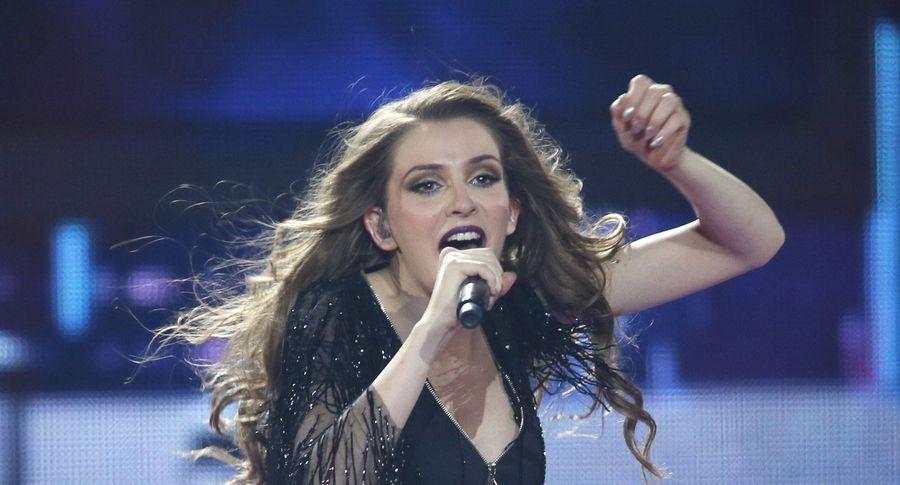 На «Евровидении» конкурсантке впрямом эфире посоветовали руку исердце