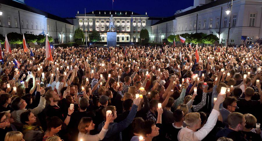 Поляки протестуют против судебной реформы