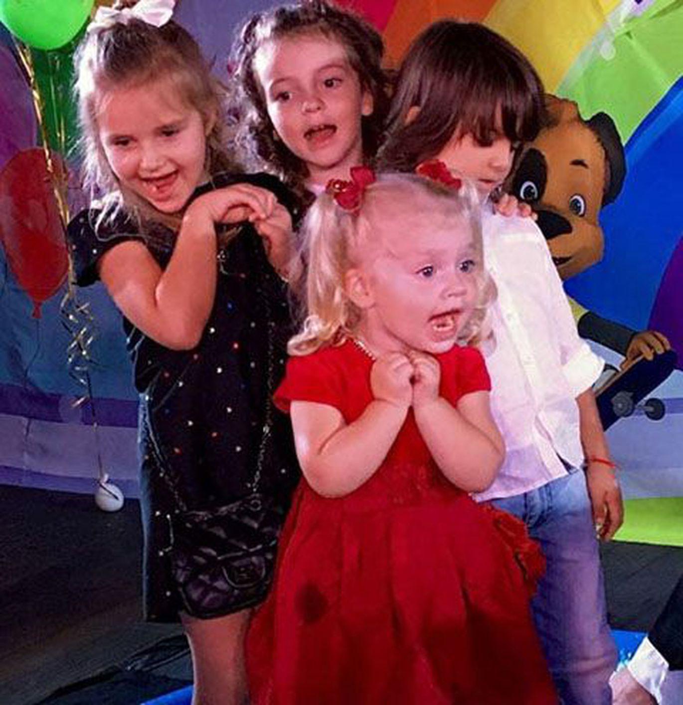 Фото пугачевой с детьми двойняшками