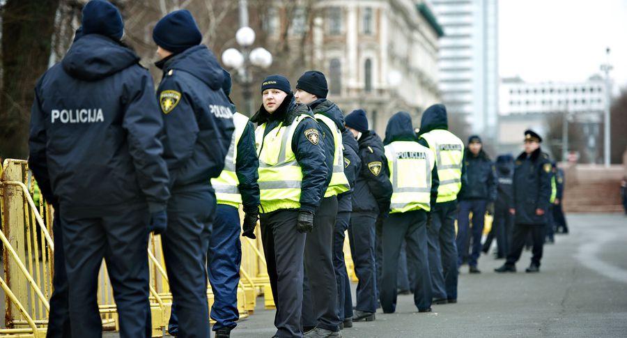Полиция задержала вЛатвии 110 китайских телефонных мошенников