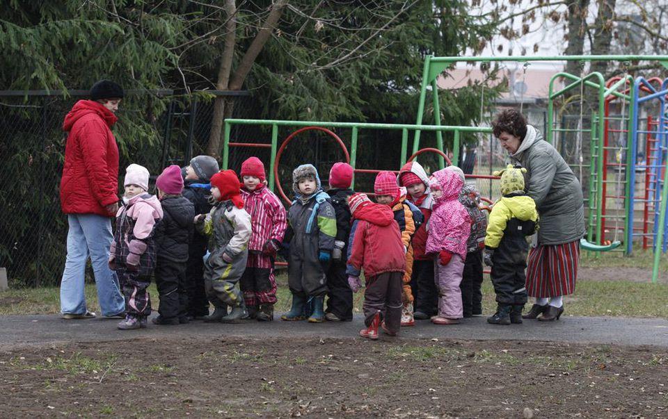 e1a0cce53c1 Tartu Midrimaa lasteaia õpetaja abi Helgi Kupri (vasakul) ja vanemõpetaja  Valli Zirna Piilude rühma