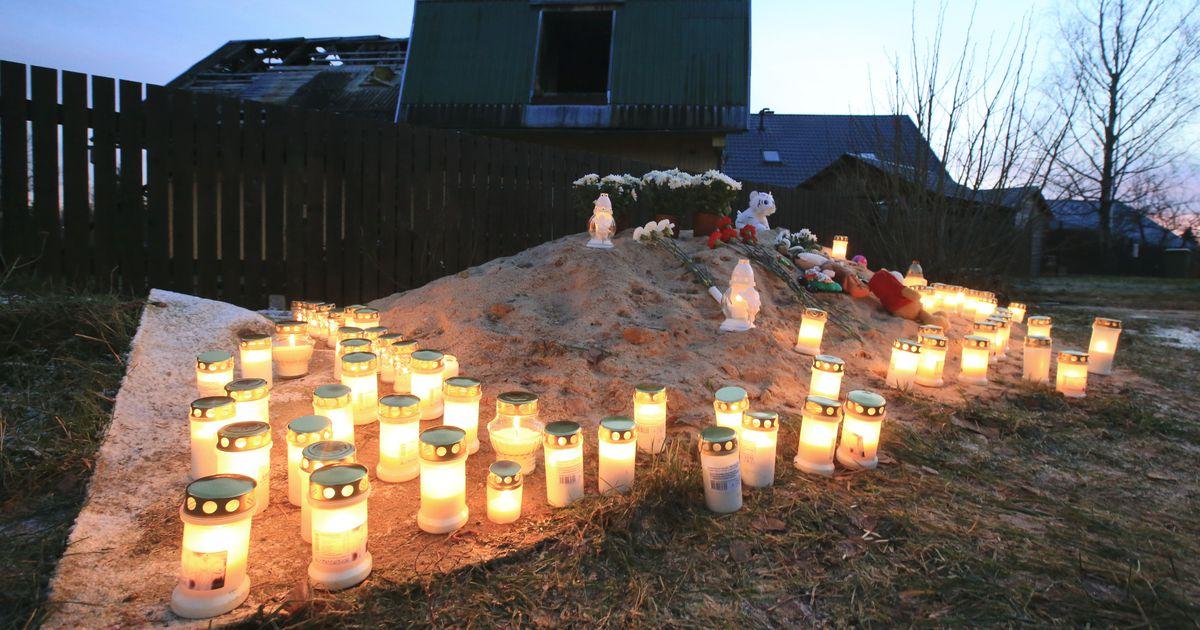 Põlenud maja juurde toodud küünlad ja mänguasjad meenutavad Ihastes hukkunud perekonda