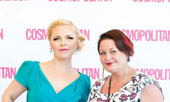 cc6138e0879 Cosmopolitan kuulutas 23. mail Teletorni kinosaalis välja aasta parimad  ilutooted Täpp säras särtsakas suvekleidis. Tema kõrval sinises kleidikeses  Cosmo ...