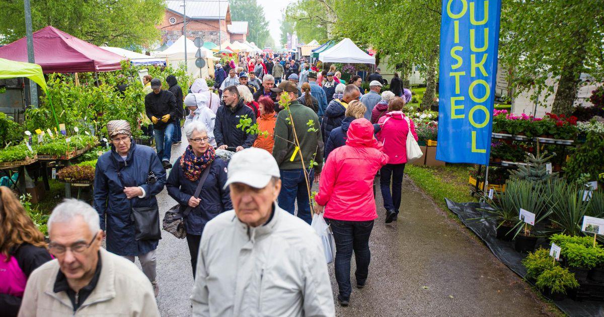 Galerii: rahvas pressis Jäneda lille- ja aiapäevadele vaatamata vihmale