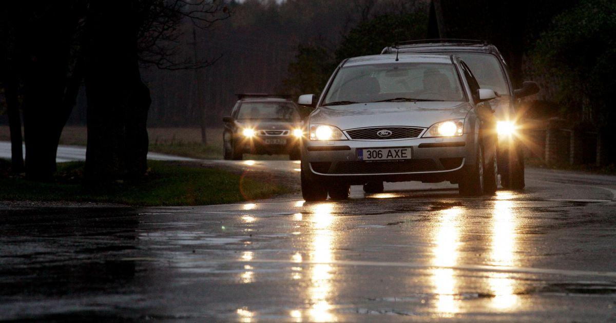 Teeolud: märjad teelõigud jäätuvad