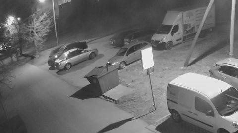 Süütajad põletasid Narvas öösel maha viis autot