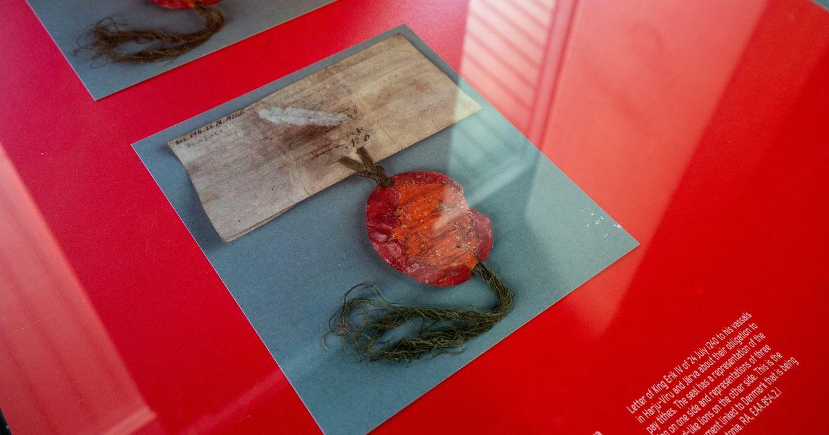 Fotod: Dannebrogi näitus jõudis Tartusse