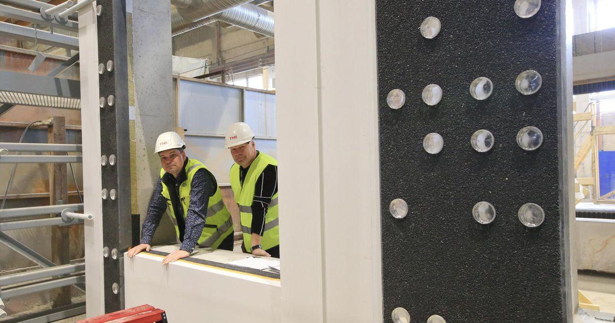 TMB Element teeb betoonist rätsepaülikondi