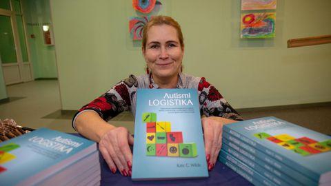 Autismiühingu juht Marianne Kuzemtšenko teab lapsevanemana, kui raske on elementaarseid oskusi treenida autistlikul mudilasel. Uue raamatu üle rõõmustab ta väga.