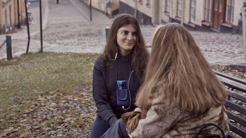 Tehisintellekt muudav vestluspartneri näost tuvastatud emotsiooni kindlaks heliks, mida telefon ette kannab.