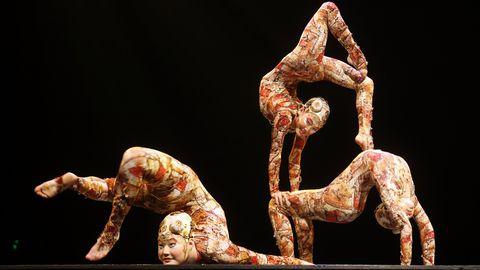 Kondiväänajad Cirque du Soleil etendusel. Pilt on illustreeriv.