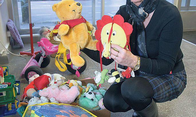 d60ace070d0 Sirje Sepnik pakub Hea Teo poes nii mänguasju, rõivaid kui  majapidamiskraami.
