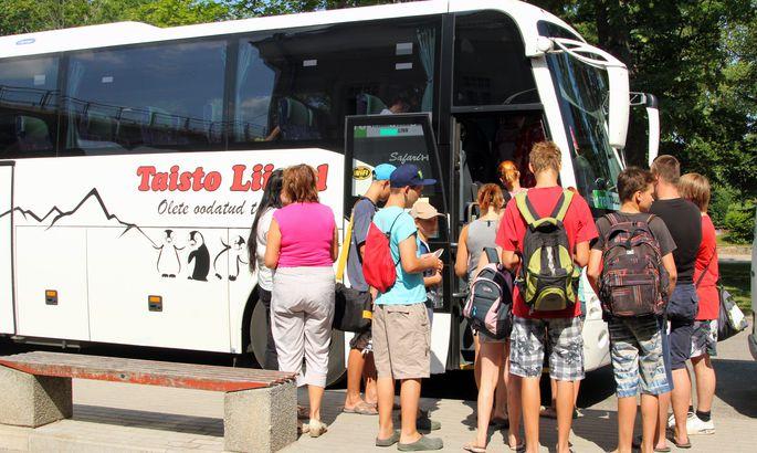 81755e5e93e Suvel jagus Valgast väljunud ja läbi Viljandi Tallinna sõitnud Taisto  bussile rahvast küll.