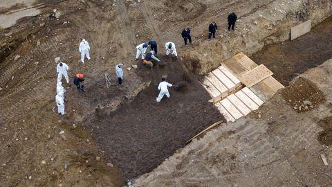 Massihauda sängitati sedapuhku korraga 40 kirstu.