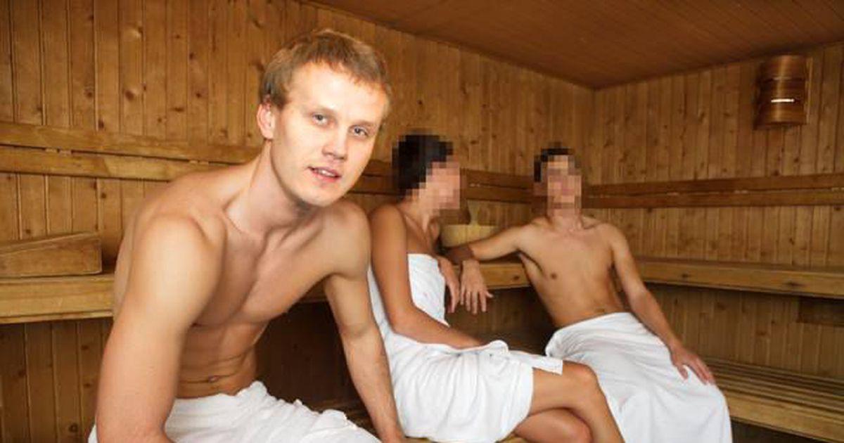 молодые парни в бане секс