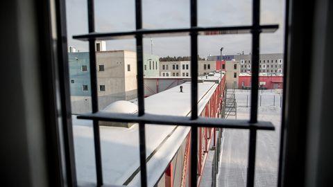 Vanglaametnikke rünnanud mees peab kaheks aastaks tagasi vangi minema
