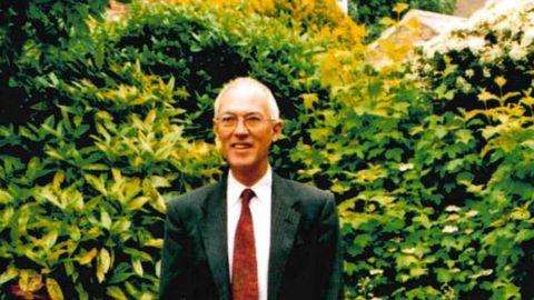 John Thomas Lawler suri peale kiropraktiku visiiti.