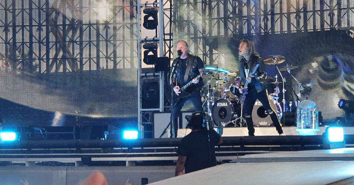 LUGEJAFOTOD JA - VIDEO: Metallica pakkus eestlastele Raadi lennuväljal uskumatu elamuse