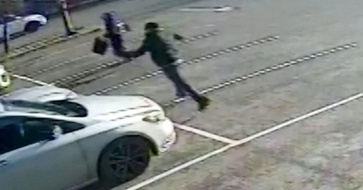 Rabavad kaadrid haamriga pätist, kes parklas turvameest taga ajab ja rahakastiga kaob