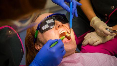 Haigekassa tuletab meelde, et hambaravi hüvitise summa ei kandu järgmisse aastasse –seega tasub kord aastas hambaarstil käia ja oma suutervise eest hoolt kanda.