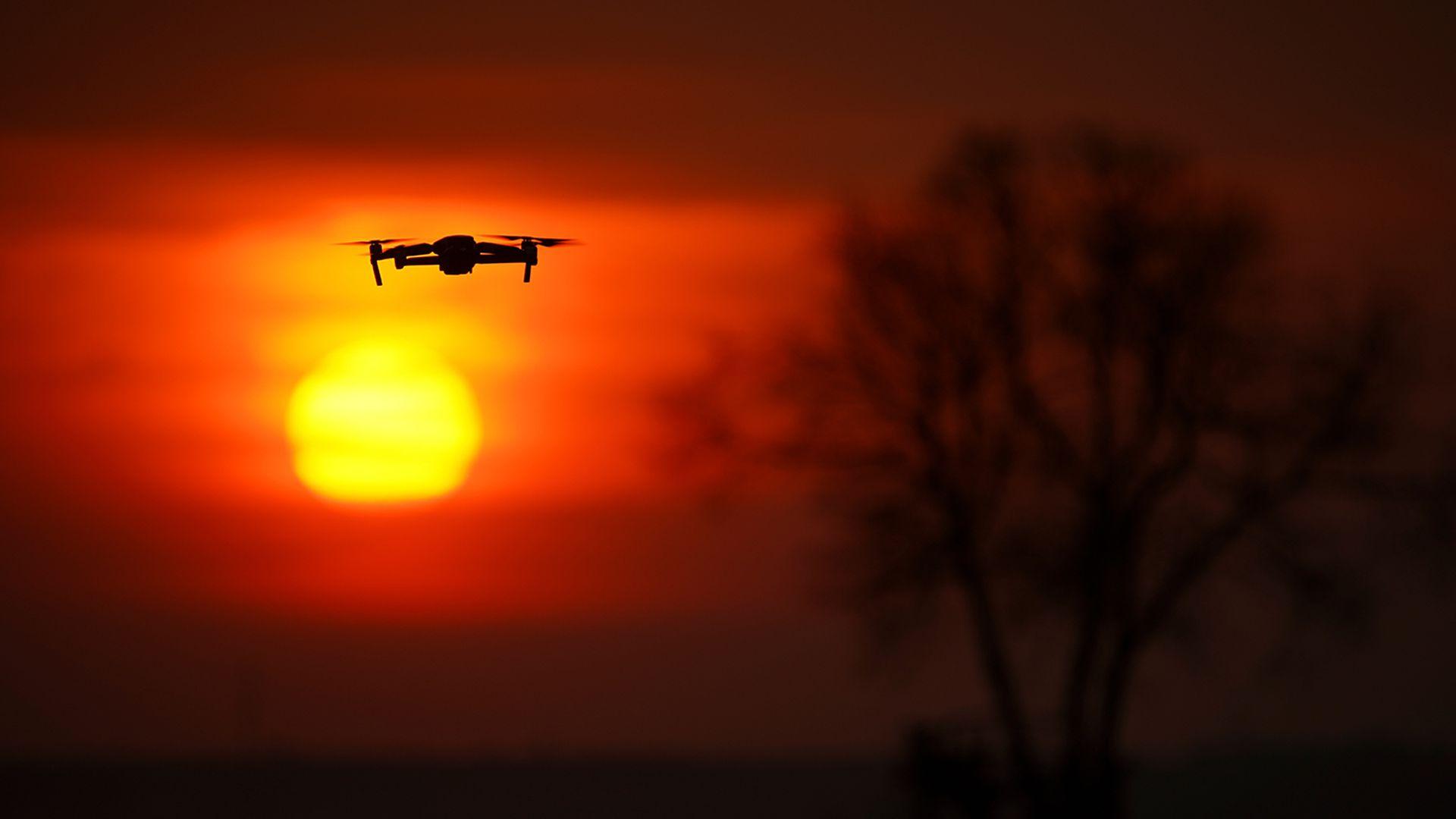 Öised droonilennud  häirivad Ambla kandi inimesi