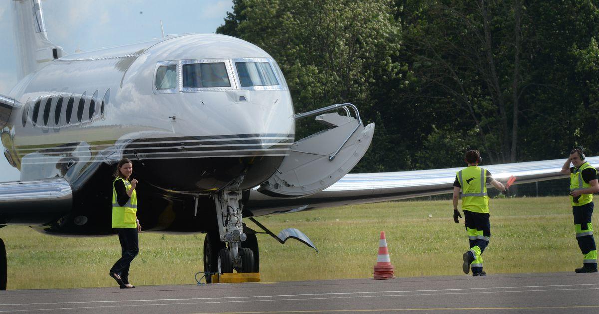 ELU24 EKSKLUSIIV Metallica saabus lennukiga Ülenurme lennuväljale
