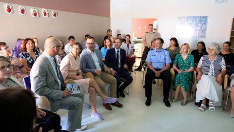 Naitekliiniku koosolekuruumi kogunes seksuaalvägivallateemat arutama koos presidendiga oodatust palju enam inimesi.