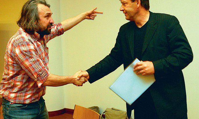 893f464b1d8 Valitseva Eesti meistri Tallinna Levadia direktor Juri Tšurilkin (paremal)  õnnitleb värsket alaliidu presidenti Aivar Pohlakut.