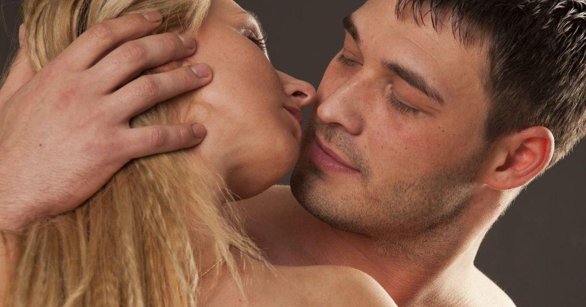 Секс блондинки и мачо, в отыметь себя во все дыры