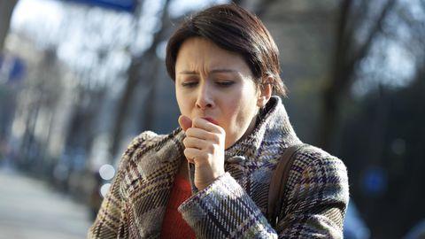 Koroonaviiruse haigussümptomite ehk köha, palaviku ja hingamisraskuste tekkides tuleks kohe koju jääda ja perearstile helistada.