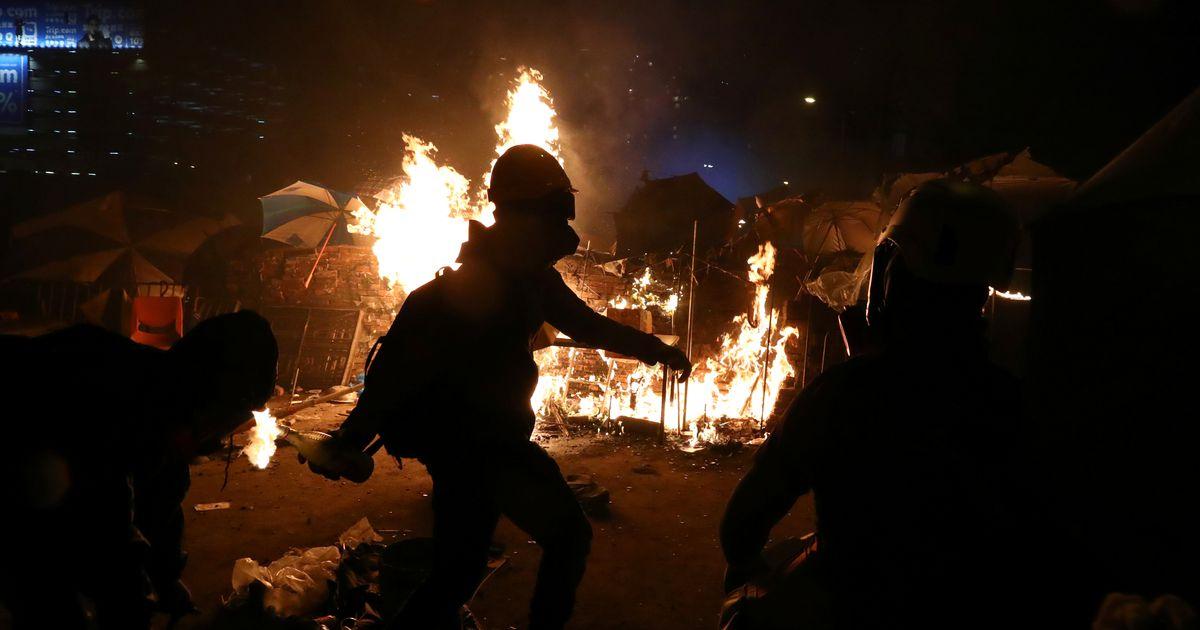 Galerii: Hongkongis pole loota rahunemist, politsei ähvardas lahingumoonaga