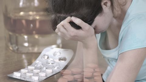 Väljakutse näeb ette suurtes kogustes allergiarohu võtmist hallutsinatsioonide esile kutsumise eesmärgil.