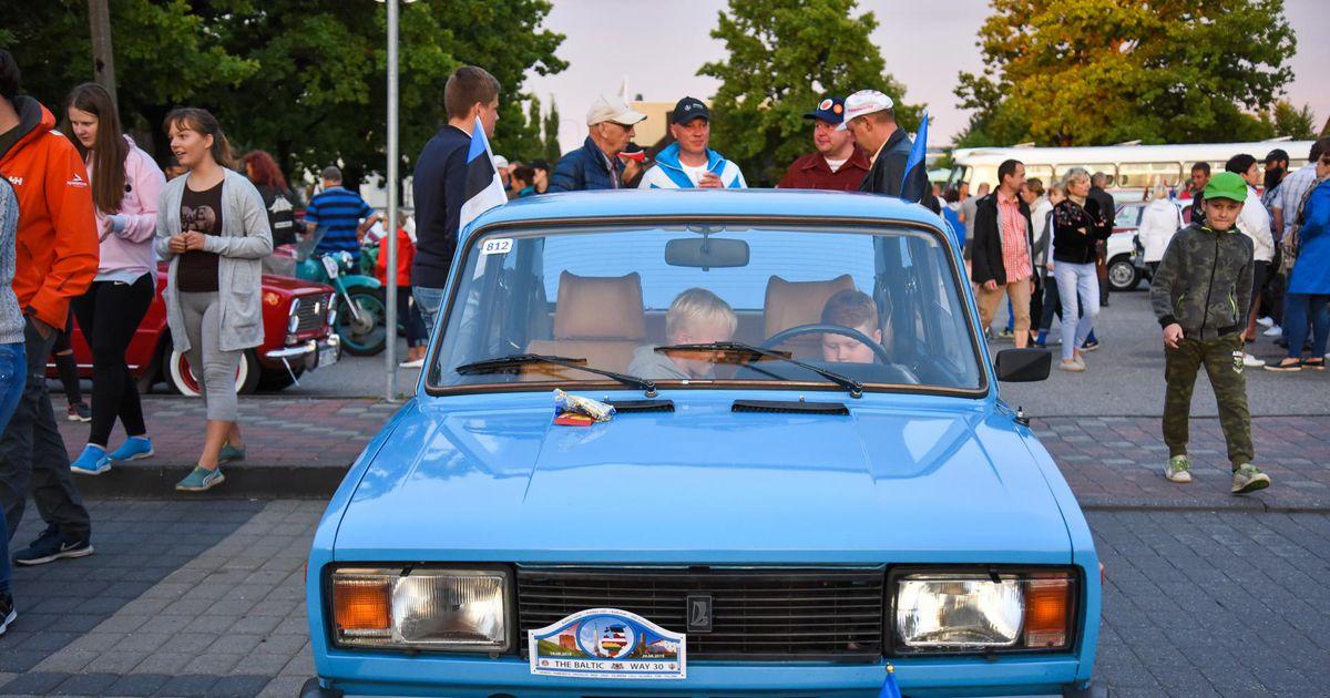 GALERII. Vanad autod tähistasid Viljandis Balti keti 30. aastapäeva