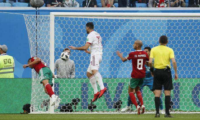 4e84468c43a Kui marokolane Aziz Bouhaddouz poleks 95. minutil palli nurgalöögist  omaväravasse löönud, siis ilmselt oleks MMi esimene väravateta viik  sündinud juba ...