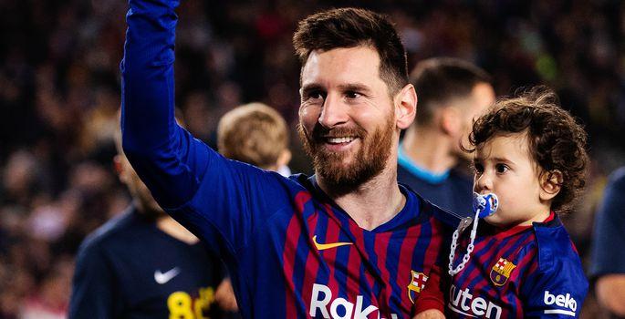364ae1d116f Lionel Messi oma poja Ciroga tähistamas Hispaania meistritiitlit. | FOTO:  Joan Gosa / ZUMAPRESS.com/Scanpix. Hispaania jalgpalli meistrivõistlustel  ...