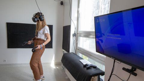 Mängutoa avamisel proovib uusi virtuaalseid reaalsusi tüdruk, kes oli kunagi vähikliiniku patsient, kuid on nüüd ammu terve.