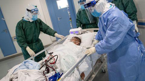 Wuhani haiglas on endiselt kibekiired tööpäevad.