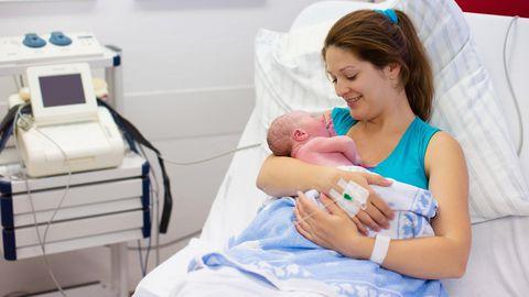 Sündides on immuunsüsteem alaarenenud, kuid kui laps alustab elu väljaspool ema kõhtu, küpseb nende immuunsüsteem vastusena mikrobioomiga kokku puutumisele.